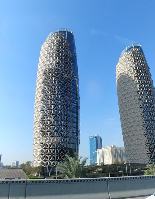 Ab Bahr Towers mit Fassadenkletterern